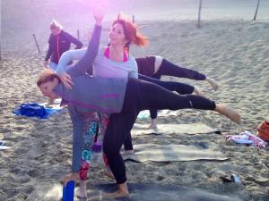 begeleiden Ulrika op het strand